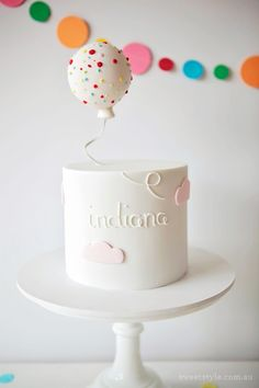 A Sprinkle & Confetti Birthday Party from Sweet Style Read more – www.stylemepre… A Sprinkle & Confetti Birthday Party from Sweet Style Read more – www. Bolo Mickey Baby, Keks Dessert, Floating Balloons, Balloon Cake, Balloon Party, Balloon Birthday, Balloon Garland, Confetti Cake, Cake Photography