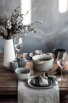 5 Steps for styling a winter table setting that 'wow's' guests at first glance, featuring Salt&Pepper