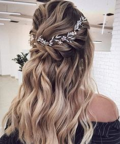 Messy Wedding Hair, Bridal Hair Vine, Wedding Hair Pieces, Wedding Hair And Makeup, Wedding Updo, Headpiece Wedding, Bridal Headpieces, Romantic Wedding Hairstyles, Rustic Wedding Hair