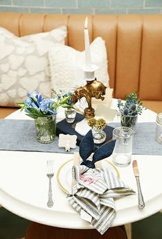 Simple and sweet tabletop decor #placesetting