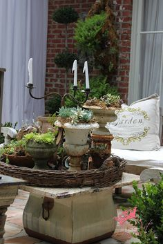charming outdoor area - cover large pot with slab of granite to create table, add assorted plants in tray = charming vignette!