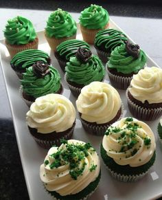 St pattys day cupcakes Maybe I can put gold sprinkles or something inside the cupcake to represent a pot o gold :)