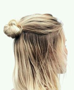 """""""HAIR INSPO // via the awesome girls // do your magic on my hair this week pleeaasseee! My Hairstyle, Messy Hairstyles, Pretty Hairstyles, Hairstyle Ideas, Hair Ideas, Basic Hairstyles, Winter Hairstyles, Everyday Hairstyles, Wedding Hairstyles"""