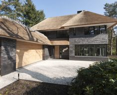 Vrijstaande woning met garage Thatched House, Thatched Roof, Different House Styles, Villa, Home Design Plans, Construction, House Goals, Apartment Design, Future House