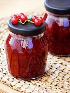 szeretetrehangoltan: Ribizlidzsem tartósítószer nélkül Hungarian Recipes, Bottles And Jars, Chutney, Preserves, Pesto, Jelly, Spices, Food And Drink, Cooking Recipes