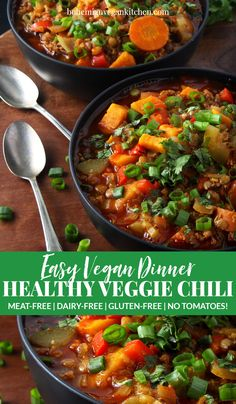 Crazy times call for comfort food, like this easy vegan chili recipe. Completely gluten-free and totally flexible, this makes the perfect weeknight dinner. Easy Vegan Chili, Vegan Beef, Easy Vegan Dinner, Vegan Soups, Vegan Lunch Recipes, Vegan Lunches, Delicious Vegan Recipes, Vegan Dinners, Chili Recipes
