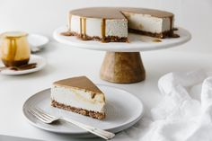 This gluten-free Vegan Caramel Cheesecake recipe is drizzled with the most amazing salted caramel sauce. The vegan cheesecake is simply made from cashews that have soaked overnight and it's super creamy and decadent. Mango Cheesecake, Gluten Free Cheesecake, Caramel Cheesecake, Cheesecake Recipes, Vegan Caramel, Salted Caramel Sauce, Vegan Sweets, Vegan Desserts, Sin Gluten