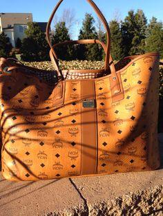 Omg I m all about this MCM large tote! Mcm Handbags, Cute Handbags, Mcm Purse, Backpack Purse, Cute Purses, Purses And Bags, Mcm Bags, Best Bags, Cute Bags