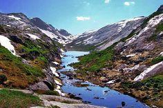 Kjerag, is een beroemde berg in het Lysefjord. De berg is 1.110 meter hoog. Daarnaast kun je er de Kjeragbolten vinden, een 5 m³ grote steen die tussen twee rotsen is ingeklemd. En dat op een hoogte van bijna 1.000 meter boven het fjord. Volgens een plaatselijke legende is de steen een trol die versteend is toen het daglicht op hem viel. Kjerag herbergt ook een beroemde waterval, de Kjeragfossen. Hier stort het water zo'n 715 meter naar beneden.