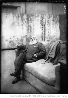 Monet with his Waterlilies in the background