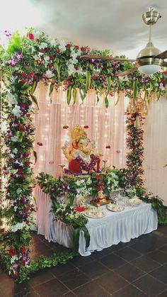 Flower Decoration For Ganpati, Ganpati Decoration Design, Mandir Decoration, Ganapati Decoration, Housewarming Decorations, Wedding Stage Decorations, Diwali Decorations, Festival Decorations, Ganesh Chaturthi Decoration