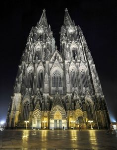 Famous Buildings and Structures That Leave Us Breathless Gothic Cathedral - Cologne, Germany. Famous Buildings, Gothic Buildings, Amazing Buildings, Famous Architecture, Gothic Architecture, Beautiful Architecture, Gothic Cathedral, Cathedral Church, Building Structure
