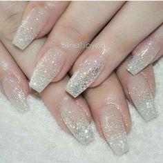 Hermoso uñas escarchadas