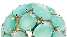 Vert d'eau http://www.vogue.fr/joaillerie/shopping/diaporama/bijoux-vert-d-eau-chrysoprase-calcedoine-jade-pomellato-garnazelle/12553