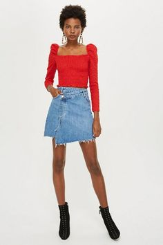 Discover this season's hottest denim at Topshop. From high-waisted shorts and pencil skirts to pretty pinafores, shop the new edit for essential denim. Jean Dress Outfits, Denim Skirt Outfit Winter, Demin Skirt Outfit, Casual Skirt Outfits, Outfit Summer, Casual Dresses, Casual Night Out Outfit, Short Jean Skirt, Skirt Fashion