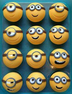 Minions cupcakes, I must do this! Although I wouldn't particularly like eating a minion, they are too cute! Minion Cupcakes, Bolo Minion, Cupcake Cookies, Cupcake Toppers, Cupcake Ideas, Cupcakes Design, Minion Birthday, Minion Party, Geek Birthday