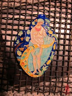 Based on the painting of Narbut, hot enamel. Photo: smallthingscount