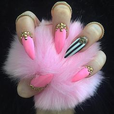 Stiletto nails pink black and white nail art design with Swarovski crystals Nail bling Sexy Nails, Fancy Nails, Love Nails, Pink Stiletto Nails, Style Nails, Fabulous Nails, Gorgeous Nails, Pretty Nails, Nail Art Designs