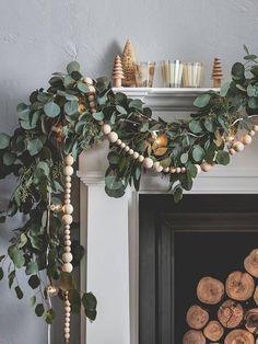 Diy Christmas Fireplace, Christmas Mantels, Farmhouse Christmas Decor, Noel Christmas, Christmas Design, White Christmas, Christmas Ideas, Natural Christmas Tree, Modern Christmas Decor