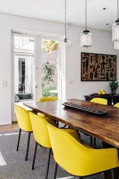 Keltainen talo rannalla: Modernia, vintagea ja rustiikkia