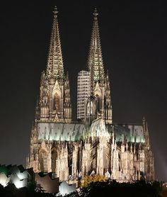 One of the most beautiful places I've been to. The Cologne dome cathedral, Germany Places Around The World, Oh The Places You'll Go, Places To Travel, Places Ive Been, Places To Visit, Architecture Antique, Beautiful Architecture, Sacred Architecture, Dream Vacations