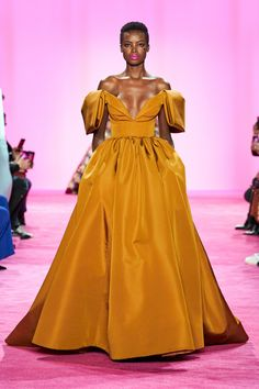 Christian Siriano Fall 2020 Ready-to-Wear Collection - Vogue ados coréenne femme haute couture tendance chic Christian Siriano, Christian Lacroix, Fashion 2020, Runway Fashion, Fashion Show, Fashion Design, Fall Fashion, Vogue Fashion, Diy Fashion