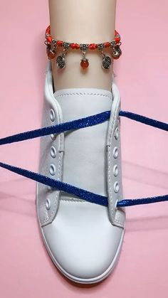 Cool Ways To Tie Shoelaces. Amp up your sneaker style with these neat ideas. #shoelaces #amazing #foryou  #onlineclass #catsoftiktok #tyingshoes #funny