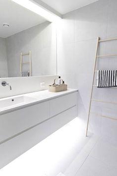 Baño blanco moderno