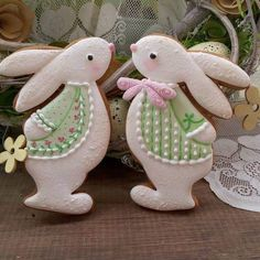 Here's Easter Bunny cookie recipe & an exhaustive list of best decorated Easter bunny cookies. Check cute Easter bunny cookies pictures and inspire yourself Fancy Cookies, Iced Cookies, Cute Cookies, Holiday Cookies, Sugar Cookies, Baking Cookies, Heart Cookies, Valentine Cookies, Baking Cupcakes