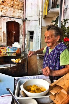 This is Maria, an old lady who makes the best Sgagliozze in Bari. She is about 85 and she cooks them in front of her house at the price of around 1-3 euros. She is a living legend and has been featured in Newsweek's 101 best places to eat street food in the world.
