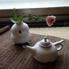 一只玻璃瓶,一枝花,他就能让茶室变得空灵