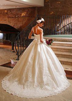 レースとビースが繊細で高級感たっぷりなウェディングドレス♡冬の銀世界に現れたプリンセス♪