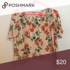 Floral top Floral forever 21 top. Thick material, so can be worn all year round! Next day shipping guaranteed!!! Tops