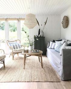 Small Cottage Interiors, Summer House Interiors, Cottage Living Rooms, Home And Living, Scandinavian Cottage, Swedish Decor, Scandinavian Design, Small Space Living, Living Spaces