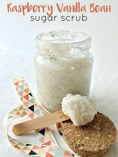 Raspberry Vanilla Bean Sugar Scrub - Moments With Mandi Sugar Scrub For Face, Sugar Scrub Recipe, Sugar Scrub Diy, Diy Body Scrub, Diy Scrub, Vanilla Sugar Scrubs, Homemade Scrub, Diy Beauty, Beauty Care