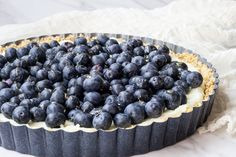 This blueberry white chocolate tart features a no-bake crust and luscious mascarpone cheese. White Chocolate Cookies, White Chocolate Mousse, Tart Recipes, Dessert Recipes, Dessert Ideas, Desserts To Make, Delicious Desserts, Cocktail Desserts, Cocktails