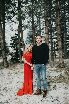 Engagement Pictures - The moment of marriage is a beautiful moment in life. The majority of prospective brides immortalize it through the engagement photo before they get married. The concept of engagement photographs i… Winter Engagement Photos, Engagement Photo Outfits, Engagement Couple, Engagement Shoots, Wedding Engagement, Wedding Day, Engagement Ideas, Winter Engagement Photography, Dresses For Engagement Pictures