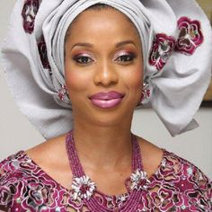 Nigerian Women Gele Styles Nigerian clothing that Beneatha would love. The present from Asagi made h African Lace, African Wear, African Attire, African Women, African Dress, African Style, African Inspired Fashion, African Fashion, Nigerian Outfits