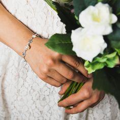Upea niitty -rannekoru nyt nettikaupastamme www.meandmartina.com valmistettu suomessa, 100% hopeaa. #hopeakorut #hopea #luksus #rannekoru #finnishdesign Hopea, Martini, Cuff Bracelets, Jewelry, Jewlery, Jewerly, Schmuck, Jewels, Jewelery