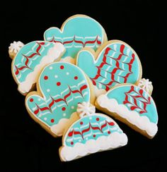 I will make beautiful christmas cookies this year! I will! Gone are my days of boxes of ugly cookies! I mean, if they're pretty I can give fewer and thus sort of balance the time. Right?