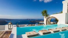 Iconic Santorini Pool & Views