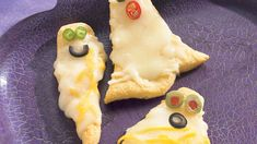 Who knew ghosts could be so cute? These Cheesy Crescent Ghosts are so tasty theyll be the first at the party or dinner table to disappear! This easy Halloween recipe is perfect for an easy, kid-friendly snack. Easy Halloween Food, Halloween Appetizers, Halloween Dinner, Yummy Appetizers, Halloween Treats, Halloween Recipe, Halloween Goodies, Halloween Ball, Holidays Halloween