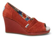 Love Toms Wedges.  I might need these for my Vegas trip.