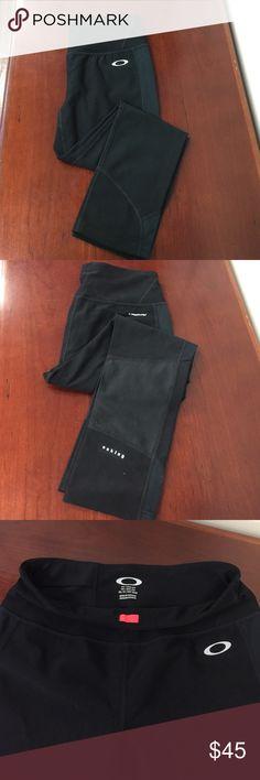"""NWOT Oakley cropped black leggings- S Never-worn black Oakley cropped activewear leggings. Size Small. Inseam is 21.5"""". Oakley Pants Leggings"""