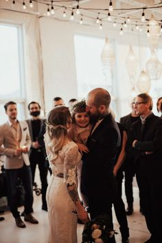 This very musical French-Canadian wedding at Studio Éloi features amazing boho styling and a gorgeous two-piece bridal gown. Wedding Trends, Wedding Blog, Beatrice Martin, Classical Opera, Personalized Party Favors, Fall Wedding Invitations, Fall Trends, Montreal, Bridal Gowns