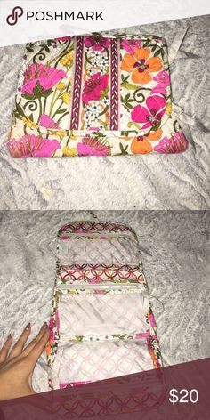 Vera Bradley Travel Bag Vera Bradley Travel Bag/ organizer in excellent condition! Vera Bradley Bags Cosmetic Bags & Cases