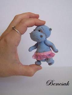 By Benesak - gorgeously cute amigurumi hippo. (Inspiration only).