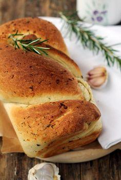Zakręcony chlebek z czosnkiem i rozmarynem… – brunetkawkuchni Grilling, Recipies, Yummy Food, Bread, Vegan, Cooking, Sweet, Recipes, Delicious Food