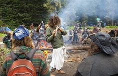 Camping with the Rainbow Family of Living Light in the Gifford Pinchot National Forest on June Hippie Vibes, Hippie Love, Hippie Bohemian, Raves, What Is My Aesthetic, Rainbow Gathering, Rainbow Family, Granola Girl, Hippie Lifestyle