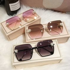 Luxury Sunglasses, Stylish Sunglasses, Sunglasses Women, Glasses Frames Trendy, Fashion Eye Glasses, Womens Glasses, Luxury Jewelry, Cute Jewelry, Accessories